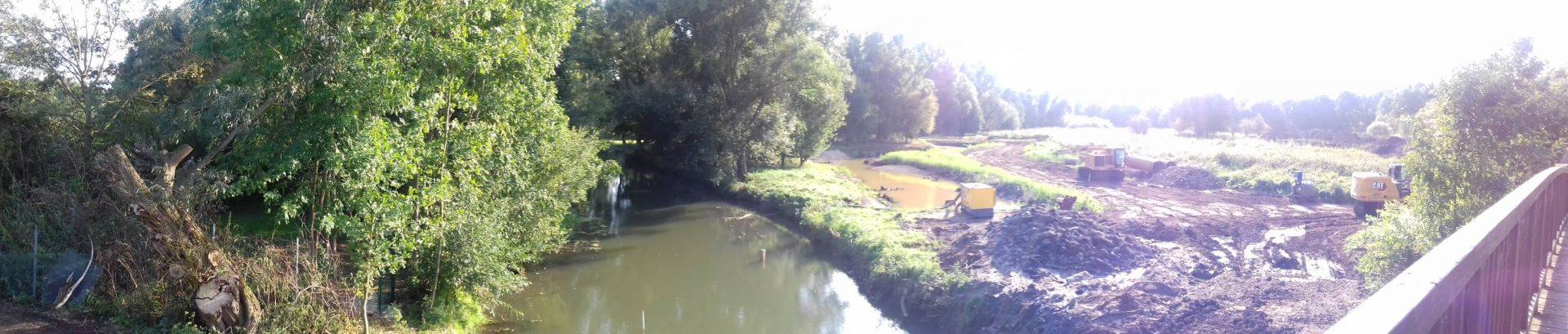 Panoramaversion des vorherigen Bildes. Das Foto ist größenteils übersteuert.